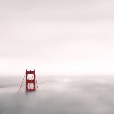Die Golden Gate Bridge in den Wolken